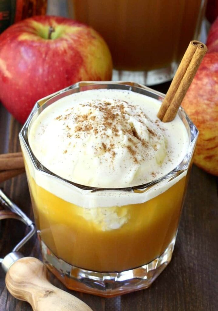 This Whisky Apple Pie Float is going to be a hit for dessert!