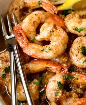 garlic butter shrimp recipe in a bowl